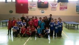 Masa Tenisi Turnuvası'nın şampiyonu Ahmet Yenice Ortaokulu oldu
