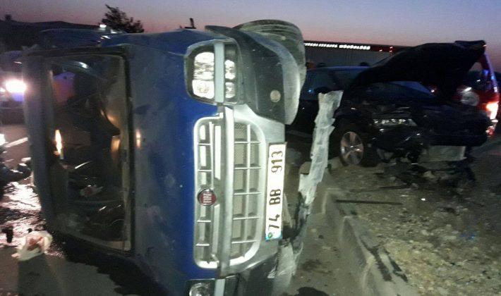İki Araç Çarpıştı: 4 Yaralı