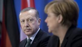 Merkel: Türkiye'nin güçlü bir parlementoya ihtiyacı var