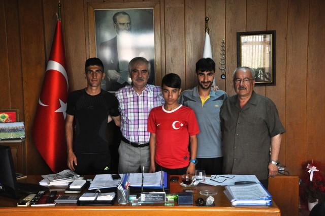 Atletlerden Özcan'a kamp teşekkürü