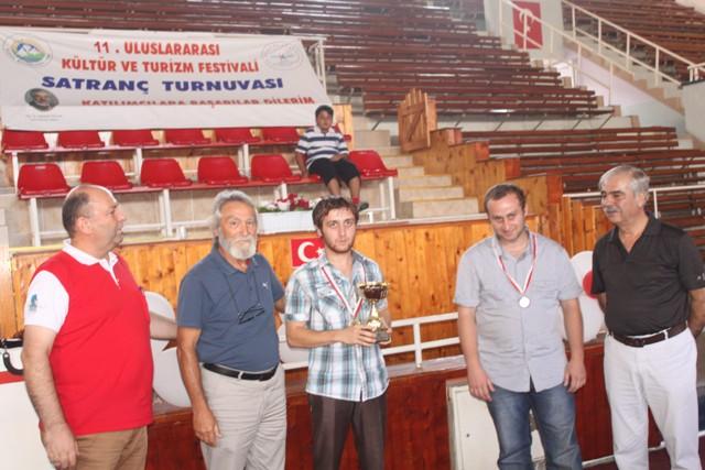 Açık Satranç Turnuvası'nda ödüller sahiplerini buldu.
