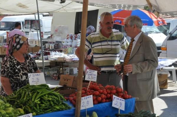 Özcan, Aşağı Zaferiye'deki semt pazarını ziyaret etti…