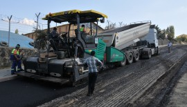 Yol yapım ve onarım çalışmaları 11 ayrı noktada devam ediyor.