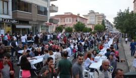 Süleymanpaşa Belediyesi'nin Hürriyet Mahallesi'ndeki iftarına 1500 kişi katıldı