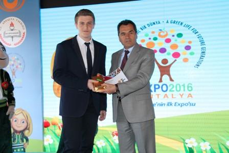 Fen Lisesi Öğrencisi Atamer Boz 1.lik ödülünü aldı