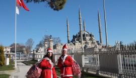 Noel Kızlar Edirne Sokaklarında…