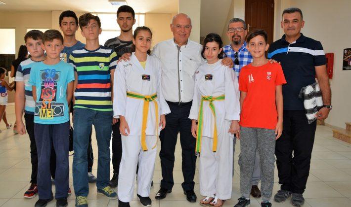 Başkan Eşkinat'tan genç sporculara malzeme desteği