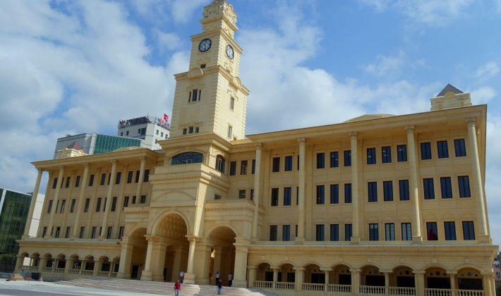 Büyükçekmece Belediye'si yeni binasında hizmet vermeye başladı