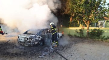 Orhaniye Köyü'nde bir otomobil tamamen yandı
