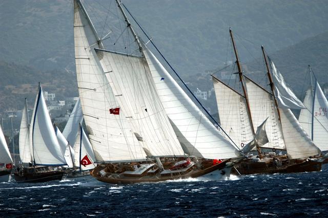 Ahşap Yelkenliler 25 yıldır Ege'de dostluk rüzgarı estiriyor.