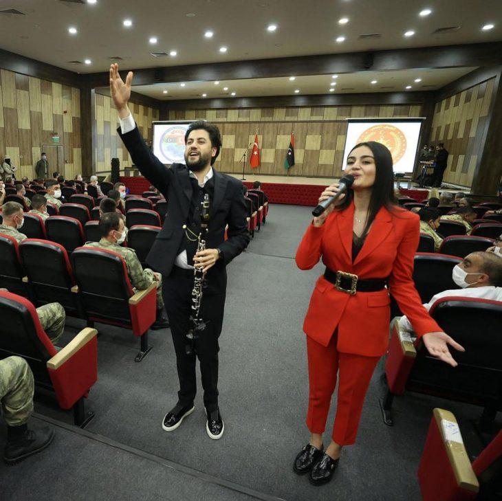 Serkan Çağrı, Libya'daki Türk askerlerine moral konseri verdi