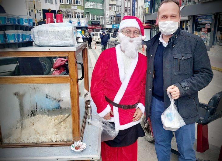 Pilavcı Noel Baba büyük ilgi gördü