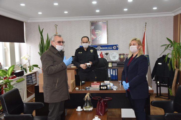 Üretilen ilk maskeler İlçe Emniyet Müdürlüğü'ne teslim edildi