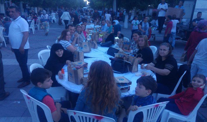 Sultangazi Belediyesinden Enez'de İftar Yemeği