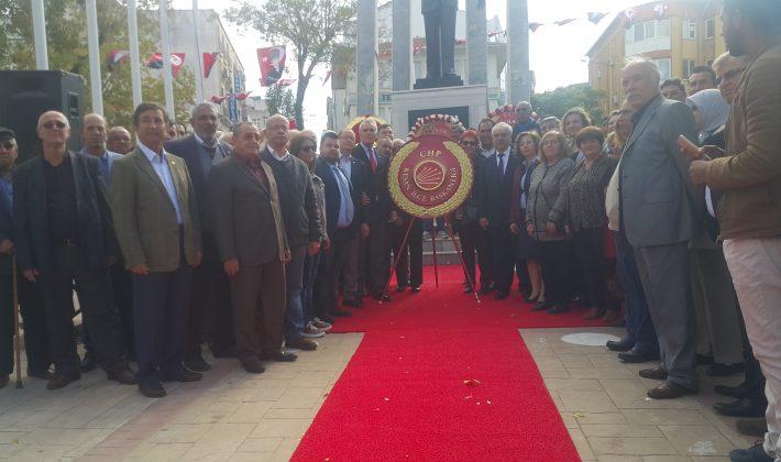 CHP Keşan İlçe Başkanlığı'da Çelenk Sundu
