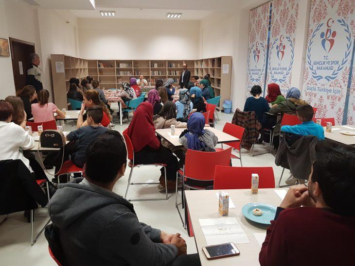 Keşan Gençlik Merkezi'nde Okur-Yazar buluşması