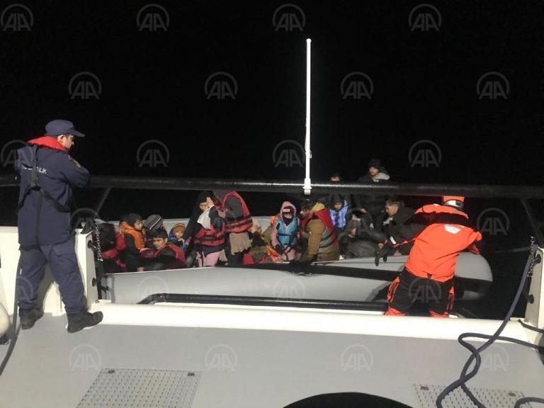 Enez açıklarında lastik botta 33 düzensiz göçmen yakalandı