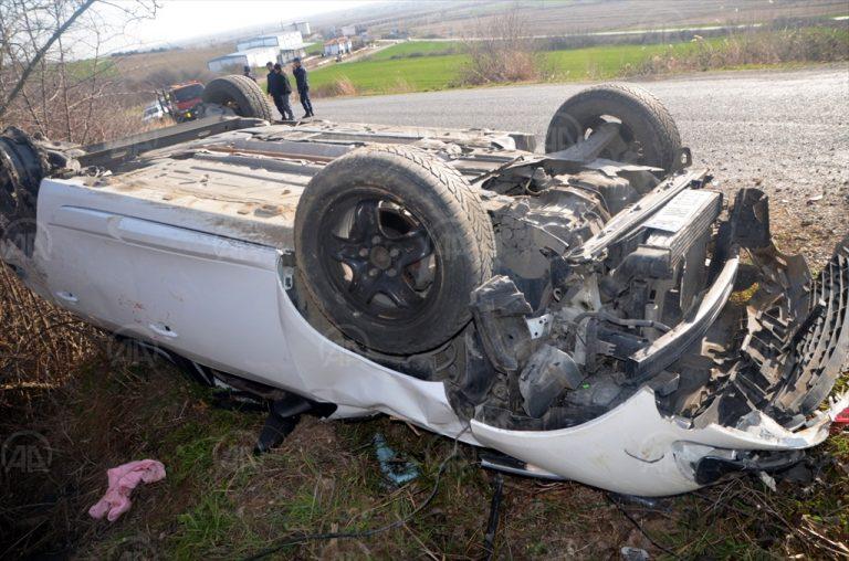 Edirne'de düzensiz göçmenleri taşıyan otomobil devrildi: 8 yaralı