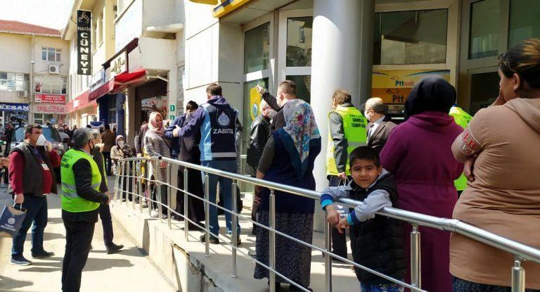 """Keşan Belediye Başkanı Helvacıoğlu """"sosyal mesafeye"""" uymayanlara tepki gösterdi (Videolu)"""