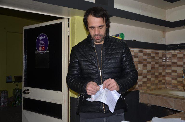Tekirdağ'da kahvehane işletmecisi müşterilerinin 3 bin lira civarındaki borcunu sildi