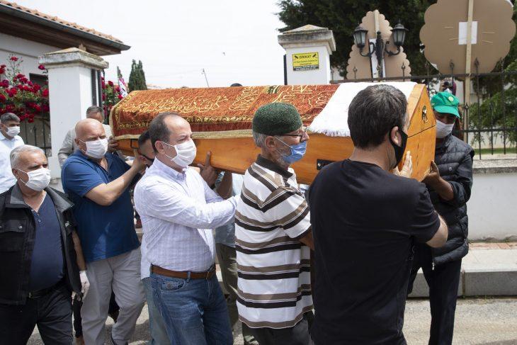 """""""Marş fabrikatörü"""" diye anılan emekli müzik öğretmeni ve yazar, Edirne'de defnedildi"""