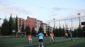Edirne'de halı sahalar yeniden futbolseverlere açıldı