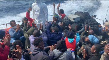 Çanakkale açıklarında Türk kara sularına geri itilen 134 sığınmacı kurtarıldı