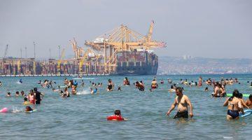 Tekirdağ'da tatilciler mavi bayraklı plajlarda denize girmenin keyfini yaşadı