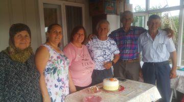 Keşanlı Güreşçi Sait Er, İzzetiye Mahallesi'nde ailesi ile doğum gününü kutladı