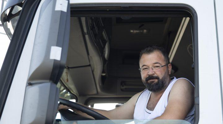 Tır sürücüleri bayrama ailelerinden uzakta girmenin burukluğunu yaşıyor