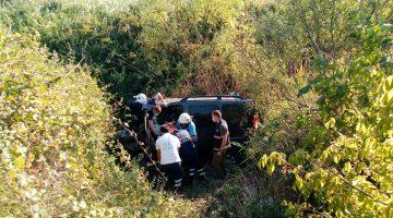 Dere yatağına devrilen araçtaki 1 kişi öldü, 2 kişi yaralandı