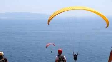 Adrenalin tutkunları Uçmakdere'de gökyüzüne dokunuyor