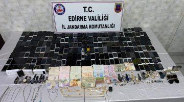 Edirne'de 3 Suriyeli, göçmenlerin para ve eşyalarını gasbettikleri iddiasıyla yakalandı