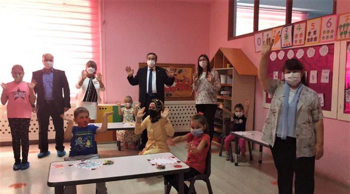 Milli Eğitim Müdürü Arpacı'nın okul ziyaretleri