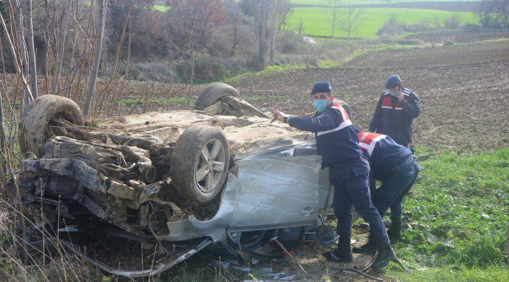 Malkara'da tarlaya devrilen otomobilin sürücüsü yaralandı