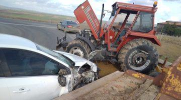 Keşan'da traktör ile otomobil çarpıştı: 2 yaralı
