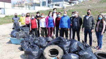 Edirne'de doğaseverler kısıtlamada çevre temizliği yaptı