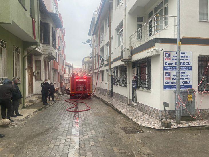 Edirne'de bir evde çıkan yangın itfaiye ekipleri tarafından söndürüldü