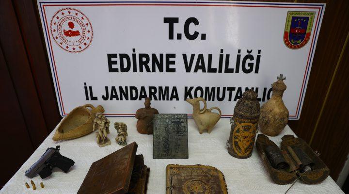 Edirne merkezli tarihi eser operasyonunda deri üzerine yazılmış altın işlemeli 2 Tevrat ele geçirildi
