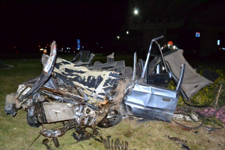 Keşan'da otomobil köprü ayağına çarptı: 1 ölü, 2 yaralı