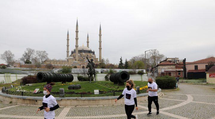 Selimiye Camisi'nin UNESCO'ya girişinin 10. yıl dönümünde atletler cami çevresinde 10 tur attı