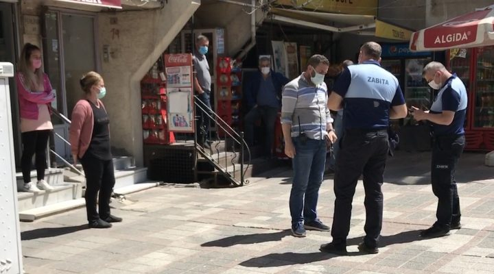 Edirne'de salgın kurallarını ihlal ederek satış yapan çay ocağı, büfe ve müşterileri hakkında tutanak tutuldu