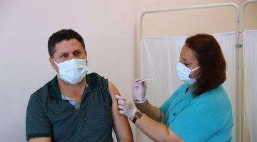 Trakya'da sağlık çalışanlarının eşlerine Kovid-19 aşısı yapılmaya başlandı