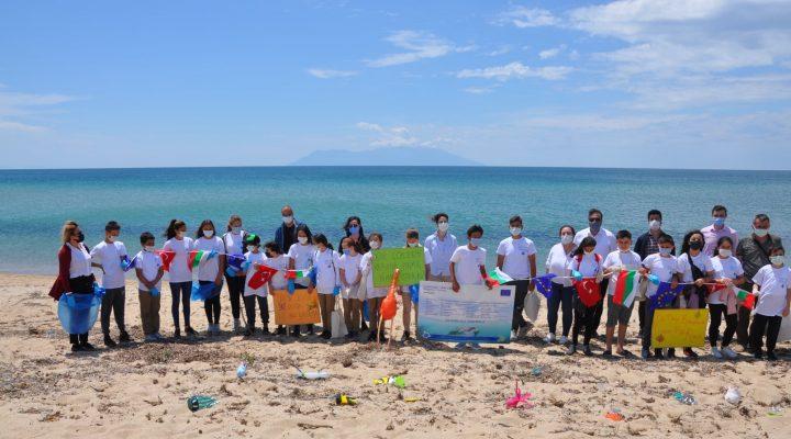 Öğrenciler Saros Körfezi'nde çevre temizliği yaptı