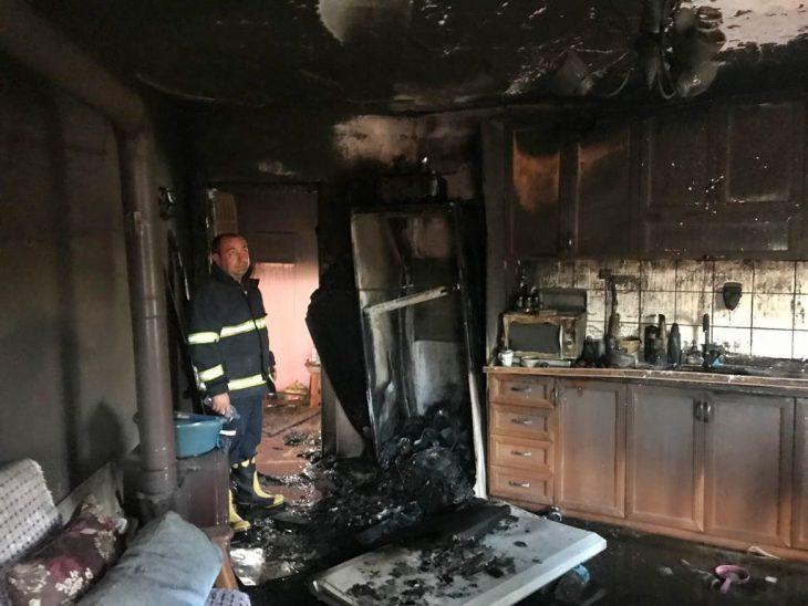 Gelibolu'da yangın çıkan iki katlı ev kullanılamaz hale geldi
