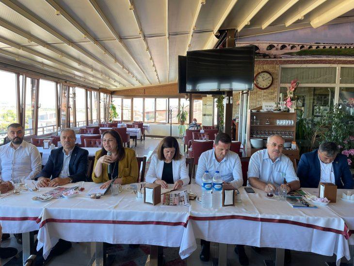 AK Parti Edirne Milletvekili Aksal ve İl Başkanı İba, Uzunköprü'de muhtarlarla bir araya geldi