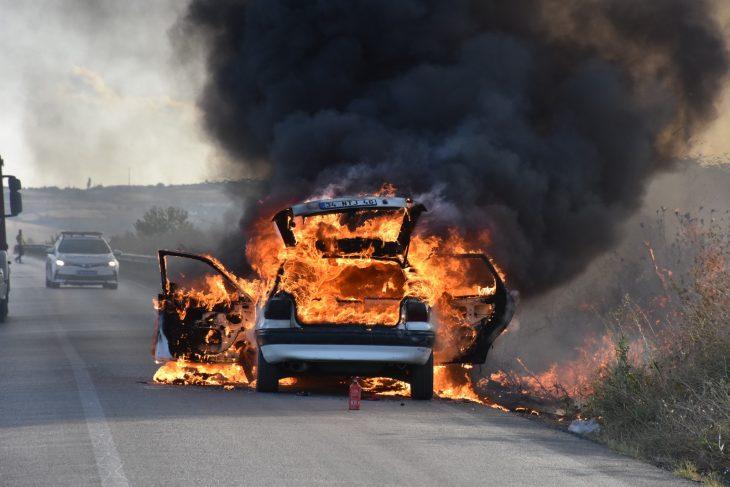 Tekirdağ'da seyir halindeyken yanan otomobil kullanılamaz hale geldi