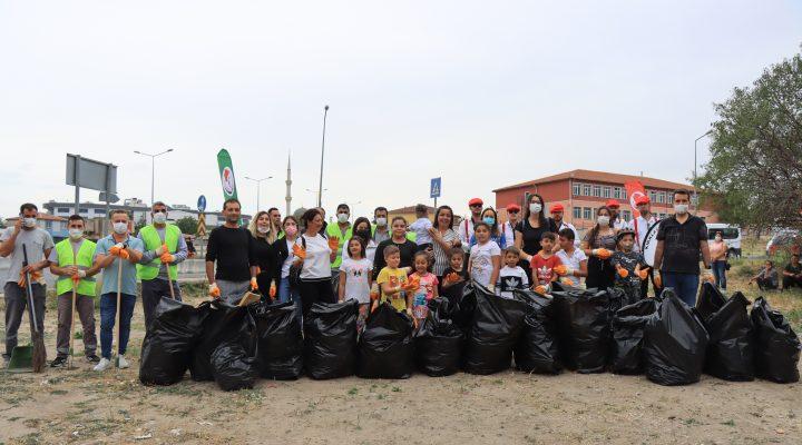 Kırklareli'nde Roman havası eşliğinde çevre temizliği yapıldı