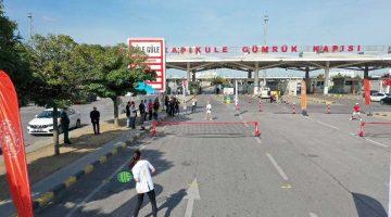 Türk ve Bulgar tenisçiler sınır kapısında gösteri maçı yaptı