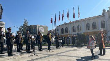 Edirne'de askeri bando konserini bir süre 5 yaşındaki çocuk yönetti